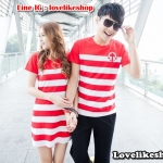 เสื้อคู่รักชายเสื้อยืดคอกลม + หญิงเดรส คอกลม สีแดงขาว แต่งลายสมอที่หน้าอก +พร้อมส่ง+