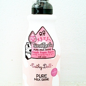 Cathy Doll Pure Milk Shine Milk Lotion 480ml.หนัก540g