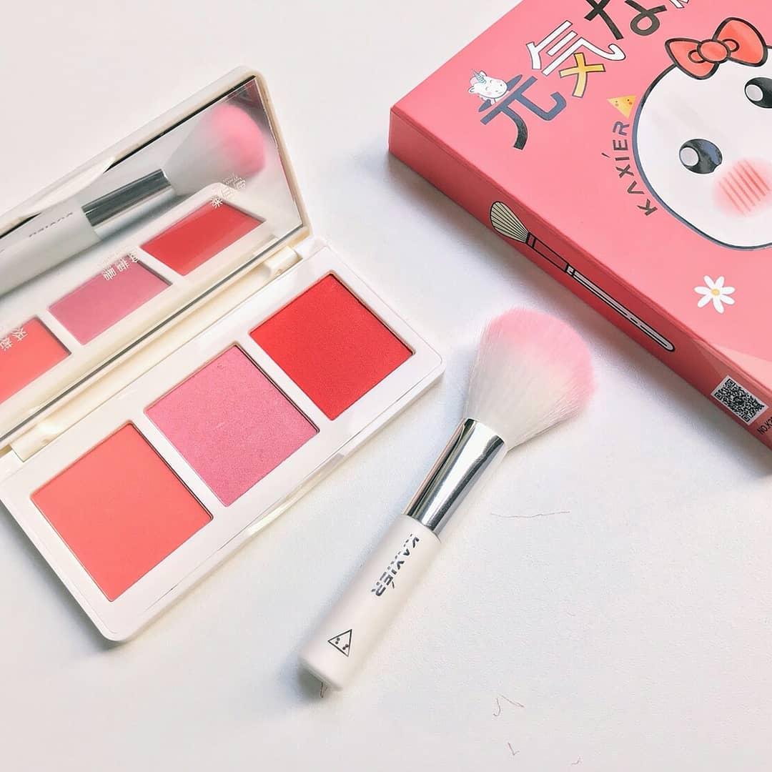 Kaxier blush mini set พาเลทบลัชออน พร้อมแปรงขนนุ่ม ราคาปลีก 180 บาท / ราคาส่ง 144 บาท